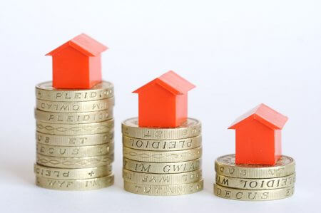 House prices falling, houses sitting on reducing amounts of money